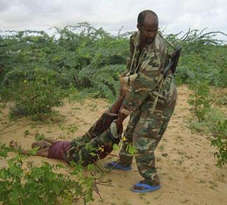 Somali soldier draggs dead in Mogadishu
