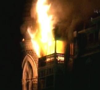 Building in Pakistan set on fire