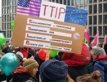 anti-TTIP protests in Berlin, CC Mehr Demokratie, modified, https://creativecommons.org/licenses/by-sa/2.0/