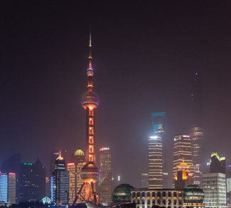ShanghaiNightline,, Flickr Thomas Bächinger, modified, https://creativecommons.org/licenses/by-sa/2.0/