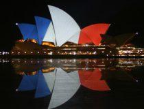 Sydney_Opéra_House_(tricolore_flag)_14_&_15_&_16_November_2015, cc 3.0 Ludopedia, wikicommons, share alike, modified