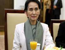 Aung, Source Senat Rzeczypospolitej Polskiej Author Michał Józefaciuk, cc Wikicommons, https://commons.wikimedia.org/wiki/File:Aung_San_Suu_Kyi_Senate_of_Poland.JPG