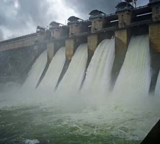 India Dam, cc Flickr DARSHAN SIMHA, modified, https://creativecommons.org/licenses/by/2.0/