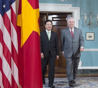 Secretary Tillerson meets with Vietnam's FM Pham Bing Minh. cc Flickr US Department of State, modified, http://www.usa.gov/copyright.shtml
