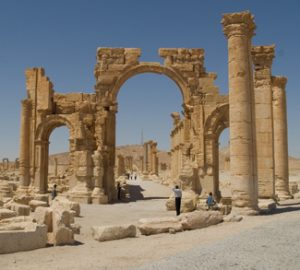 Palmyra, cc Flickr Alper Çuğun, modified, https://creativecommons.org/licenses/by/2.0/