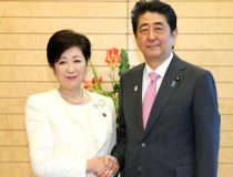 Forerunners in Japan Elections, cc Wikicommons https://commons.wikimedia.org/wiki/File:Yuriko_Koike_and_Shinz%C5%8D_Abe.jpeg, Author 内閣官房内閣広報室, Source kantei.go.jp – 東京都知事との面会
