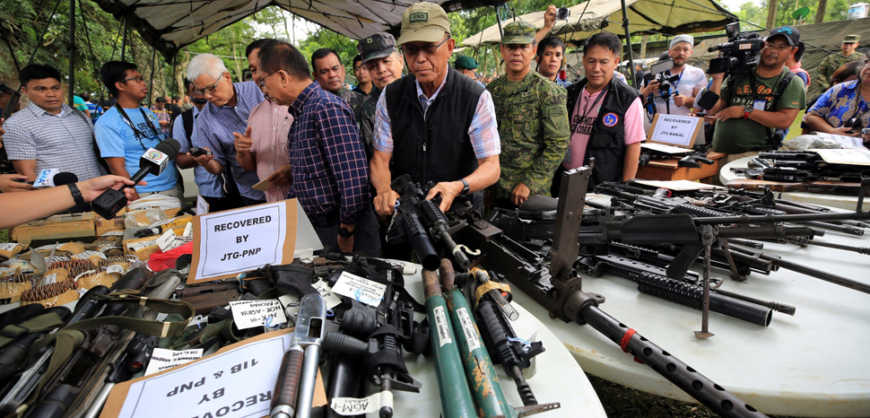Confiscated weapons from the Marawi siege, public domain Philippines Presidential Communications Operation Office, https://commons.wikimedia.org/wiki/File:Confiscated_Weapons_Marawi_crisis_June_2017.jpg