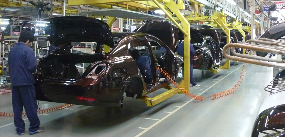 NingboAssembly, cc Flickr Siyuwj, modified, https://commons.wikimedia.org/wiki/File:Geely_assembly_line_in_Beilun,_Ningbo.JPG