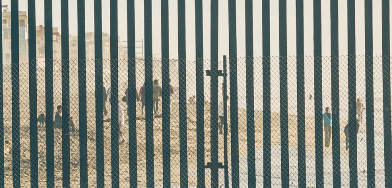 US - Mexico Border Fence, cc Flickr Tony Webster, modifier, https://creativecommons.org/licenses/by/2.0/