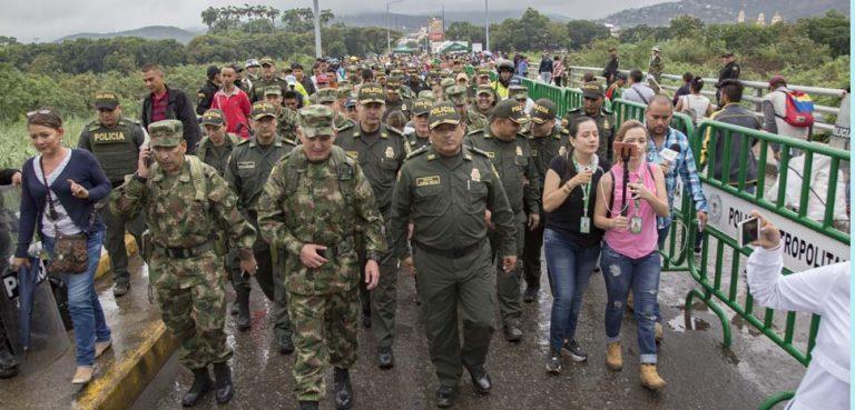 VenezColomMarch, cc Flickr Policía Nacional de los colombianos, modified, https://creativecommons.org/licenses/by-sa/2.0/