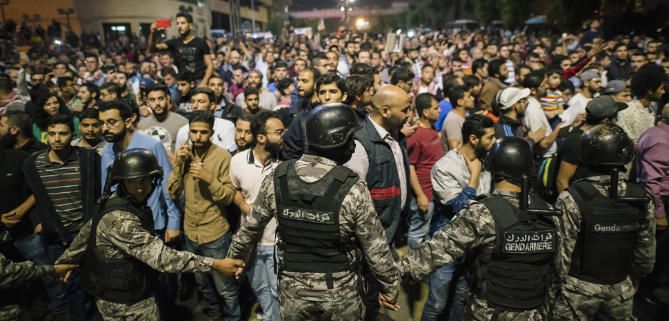 JordanProt, cc Ali Saadi, modified, https://commons.wikimedia.org/wiki/File:Jordan_Protests,_June_2018.jpg