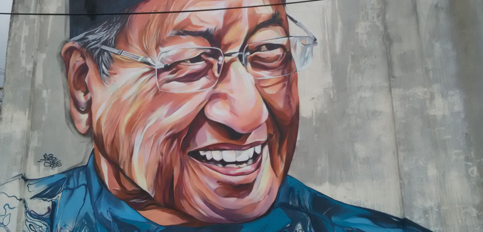 Tun_Dr._Mahathir_-_panoramio, cc CK Tan, modified, https://commons.wikimedia.org/w/index.php?title=Special:Search&limit=500&offset=0&ns0=1&ns6=1&ns14=1&search=mahathir+malaysia&searchToken=8gsbyj25e2y0tbccmbeprz0gz#/media/File:Tun_Dr._Mahathir_-_panoramio.jpg
