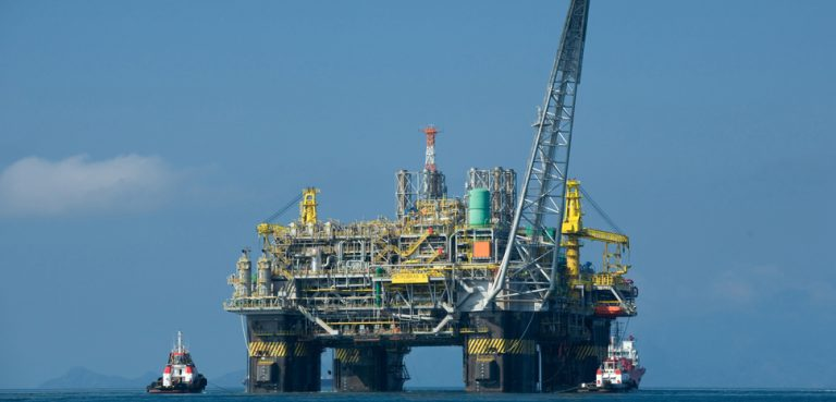 Oil_platform_P-51_(Brazil), cc Divulgação Petrobras / ABr, modified, https://commons.wikimedia.org/wiki/File:Oil_platform_P-51_(Brazil).jpg