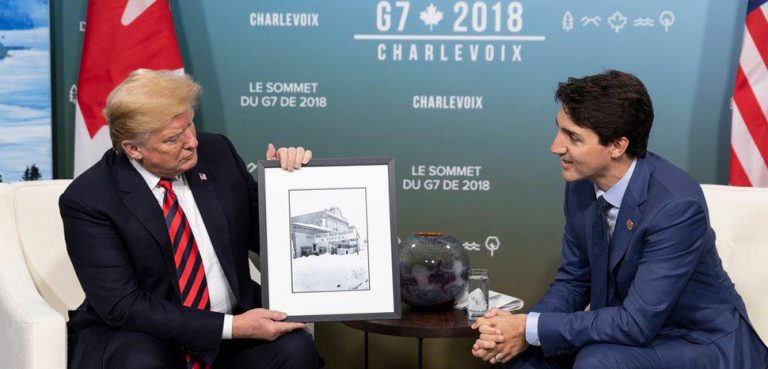 Donald_Trump_receives_a_gift_from_Justin_Trudeau_in_Canada_-_2018, public domain, modified, https://commons.wikimedia.org/wiki/File:Donald_Trump_receives_a_gift_from_Justin_Trudeau_in_Canada_-_2018.jpg, Shealah Craighead
