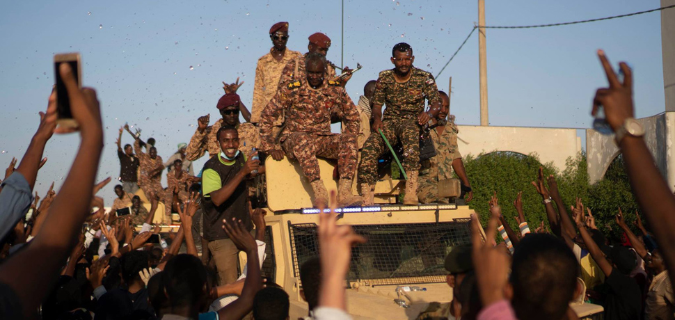 SudanProtests, cc Wiki Commons, M. Saleh, modified, https://commons.wikimedia.org/wiki/Category:2019_Sudanese_protests#/media/File:Sudanese_protestors_greeting_sudanese_army.jpg