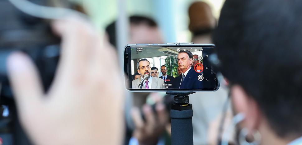 cc Flickr Palácio do Planalto, modified, 25/04/2019 Reunião com Abraham Weintraub, Ministro de Estado da ,https://creativecommons.org/licenses/by/2.0/
