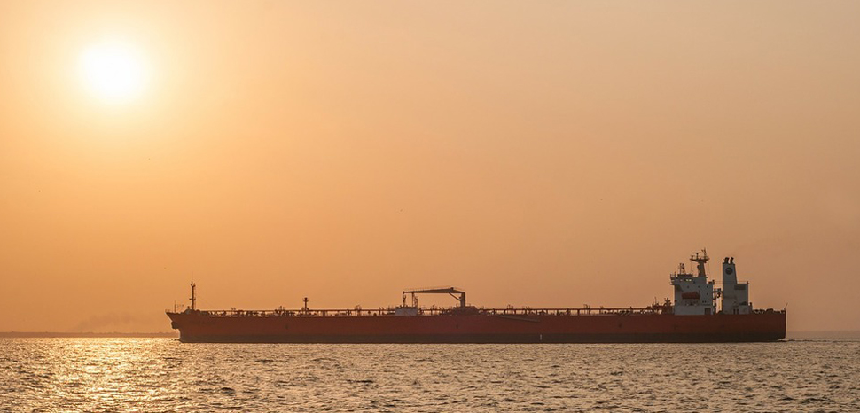 TankerSunrise, modified, public domain, https://picryl.com/media/maracaibo-venezuela-sunrise-travel-vacation-faeace