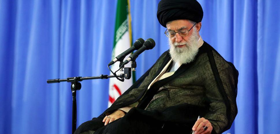 Ayatollah Khamenei, cc Khamenei.ir, modified, https://commons.wikimedia.org/wiki/File:Ayatollah_Ali_Khamenei.jpg