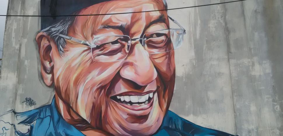 Tun_Dr._Mahathir_-_panoramio, cc CK Tan, modified, Wikicommons, Panoramio, https://commons.wikimedia.org/wiki/File:Tun_Dr._Mahathir_-_panoramio.jpg