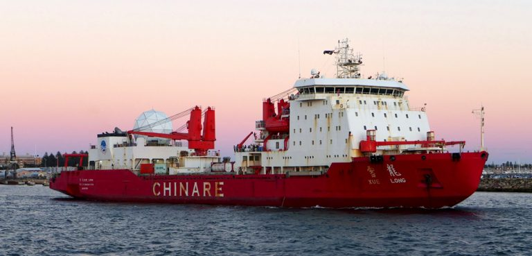 XueLong, cc Bahnfrend, modified, https://commons.wikimedia.org/wiki/File:Xue_Long,_Fremantle,_2016_(4).jpg