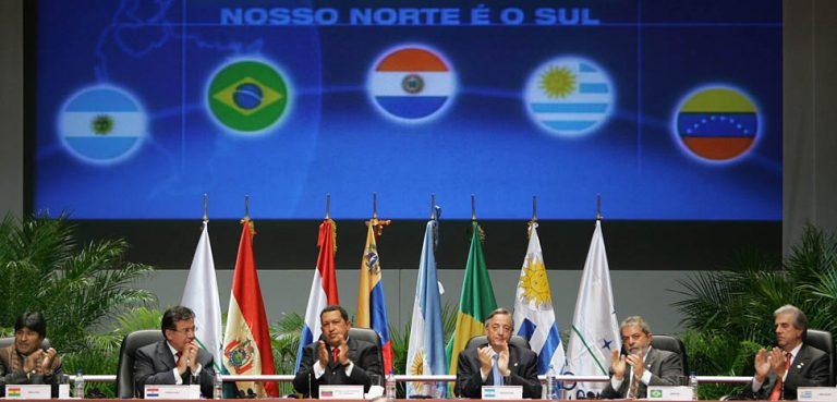 Mercosul-04-jul-2005, cc Ricardo Stuckert/PR via www.agenciabrasil.gov.br, modified, https://commons.wikimedia.org/wiki/File:Mercosul-04-jul-2005.jpeg