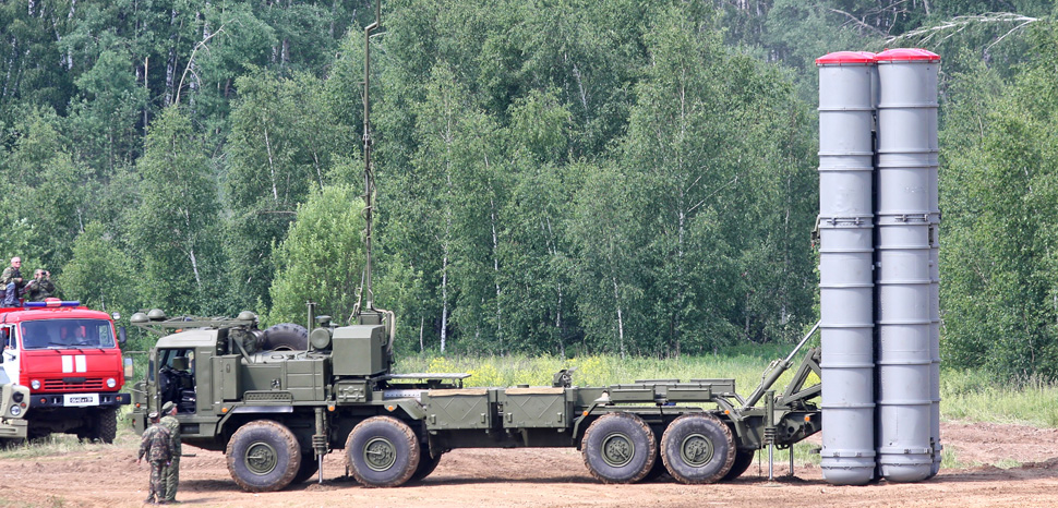Russia's S-400 system, cc Vitaly V. Kuzmin - http://vitalykuzmin.net/?q=node/370, modified, https://de.wikipedia.org/wiki/S-400_Triumf#/media/Datei:BAZ-6909-022_chassis_for_S-400_system_-06.jpg