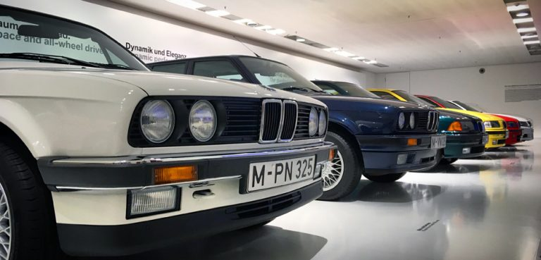 BMWMuseum, cc Flickr Sergei Gussev https://creativecommons.org/licenses/by/2.0/,modified,