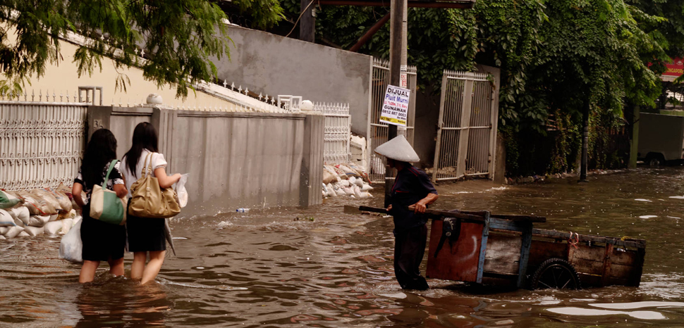 JakartaFlood, cc Flickr Seika, https://creativecommons.org/licenses/by/2.0/, modified