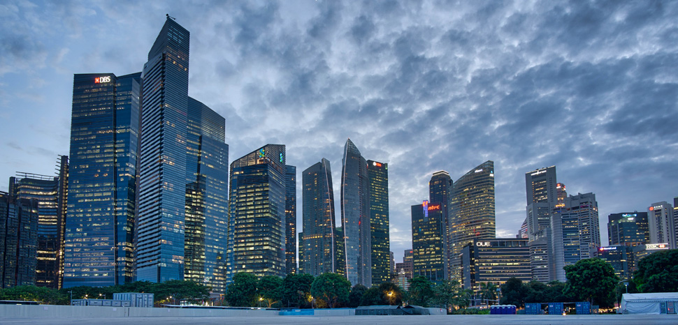 Downtown Singapore Skyline, cc Mike Cartmell, Flickr, modified, https://creativecommons.org/licenses/by/2.0/