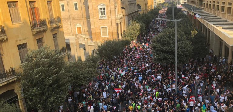 Beirut_Protests_2019, cc Shahen Araboghlian, modified, https://commons.wikimedia.org/w/index.php?title=Special:Search&title=Special:Search&redirs=0&search=beirut+protest&fulltext=Search&fulltext=Advanced+search&ns0=1&ns6=1&ns14=1&advanced=1&searchToken=11jkeigpin9egre7wgrnrog6r#%2Fmedia%2FFile%3ABeirut_Protests_2019.jpg
