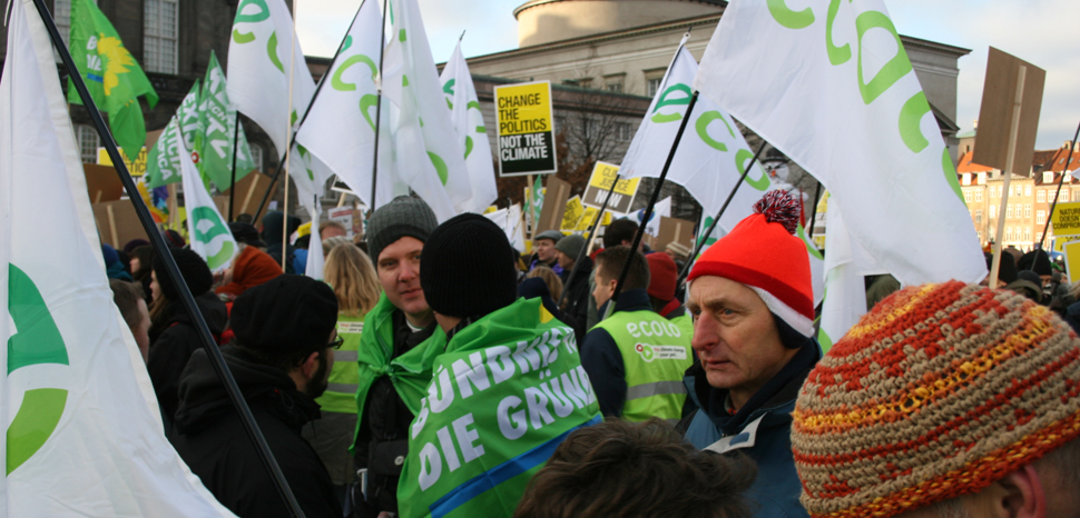 cc Wikicommons greens_climate, modified, https://commons.wikimedia.org/wiki/File:Green_bloc_at_the_Copenhagen_climate_demo_Belgium_and_Germany_(4186296278).jpg