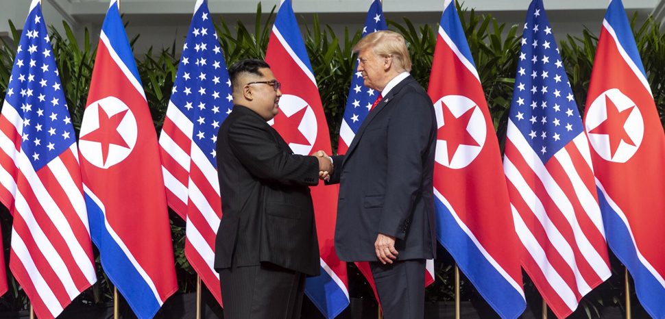 public domain, Executive Office of USA, modified, https://en.wikipedia.org/wiki/File:Kim_and_Trump_shaking_hands_at_the_red_carpet_during_the_DPRK%E2%80%93USA_Singapore_Summit.jpg