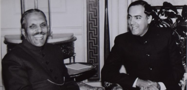 Sh. Rajiv Gandhi with Mr. Muhammad Zia-Ul-Haq, President of Pakistan, cc Flickr Rajiv Gandhi Foundation, modified, https://creativecommons.org/licenses/by/2.0/