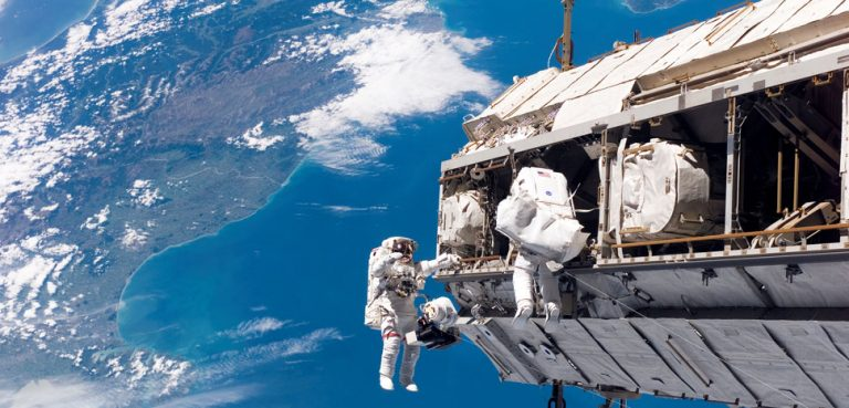 Construction of the International Space Station, CC NASA, modified, public domain, https://en.wikipedia.org/wiki/Space_station#/media/File:STS-116_spacewalk_1.jpg
