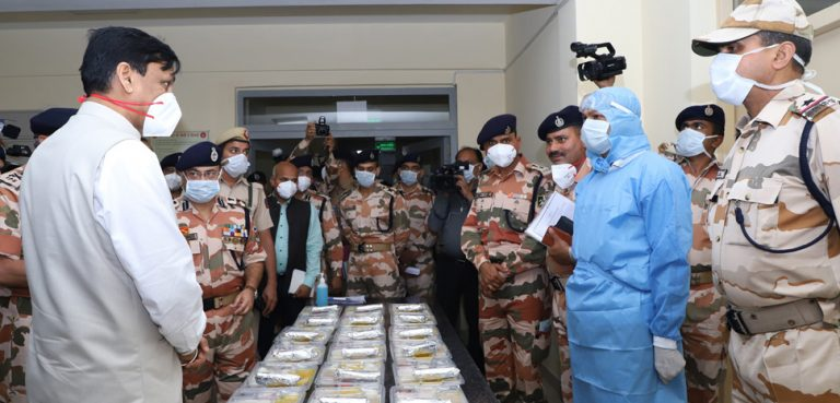 India COVID, Press Information Office, government of India, modified, https://commons.wikimedia.org/wiki/File:Minister_visiting_the_Coronavirus_Quarantine_Centre.jpg