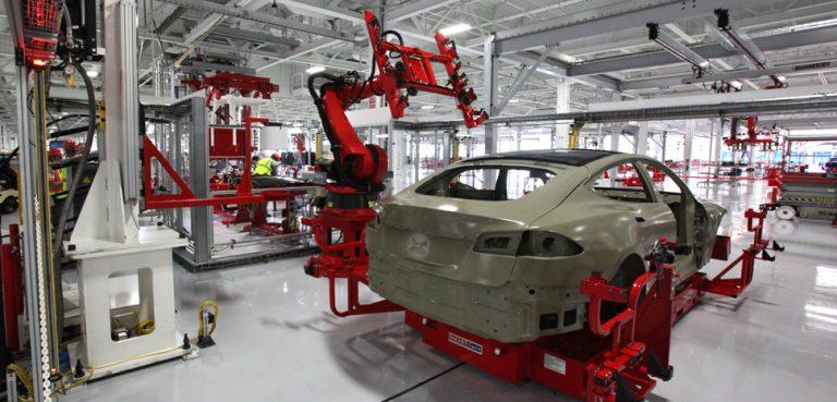 cc Flickr Tesla Autobots, Steve Jurvetson, modified, https://commons.wikimedia.org/wiki/File:Tesla_auto_bots.jpg