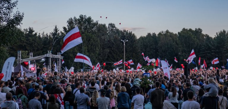 A protest at the end of July in Minsk, cc Homoatrox, modified, https://commons.wikimedia.org/wiki/File:Rally_in_support_of_Tsikhanouskaya_in_Minsk_(30_July_2020)_-_58.jpg