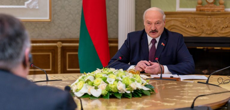 U.S. Department of State cc Flickr, modified, https://commons.wikimedia.org/wiki/File:Secretary_Pompeo_Meets_With_Belarusian_President_Lukashenko_(49473697191).jpg