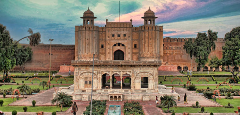 Lahore, CC Flickr, Umair Khan, Modified, https://creativecommons.org/licenses/by/2.0/, https://www.flickr.com/photos/umair434/7961879534/