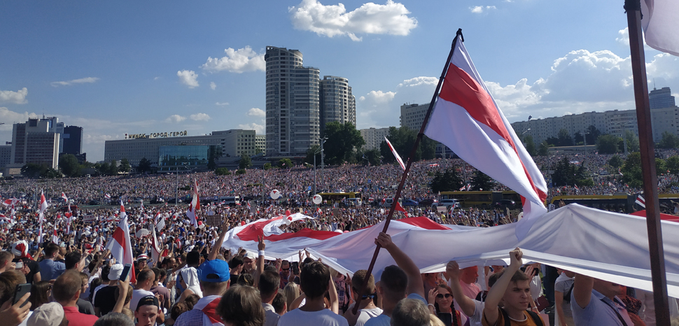 Protests in Minsk, cc Максим Шикунец, modified, https://commons.wikimedia.org/wiki/File:Protest_actions_in_Minsk_(Belarus)_near_Stella,_August_16.jpg
