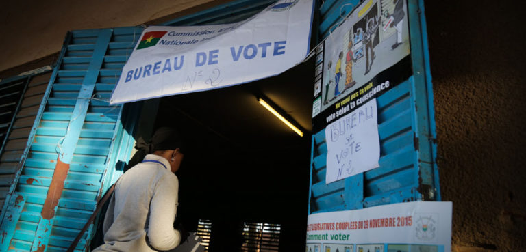 Émilie Iob (VOA) cc, modified, https://commons.wikimedia.org/wiki/File:Polling_station,_Ouagadougou,_29_Nov_2015.jpg