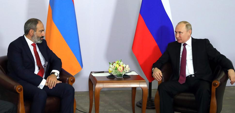 cc Kremlin.ru, modified, https://commons.wikimedia.org/wiki/File:Vladimir_Putin_and_Nikol_Pashinyan_(2018-05-14)_03.jpg,
