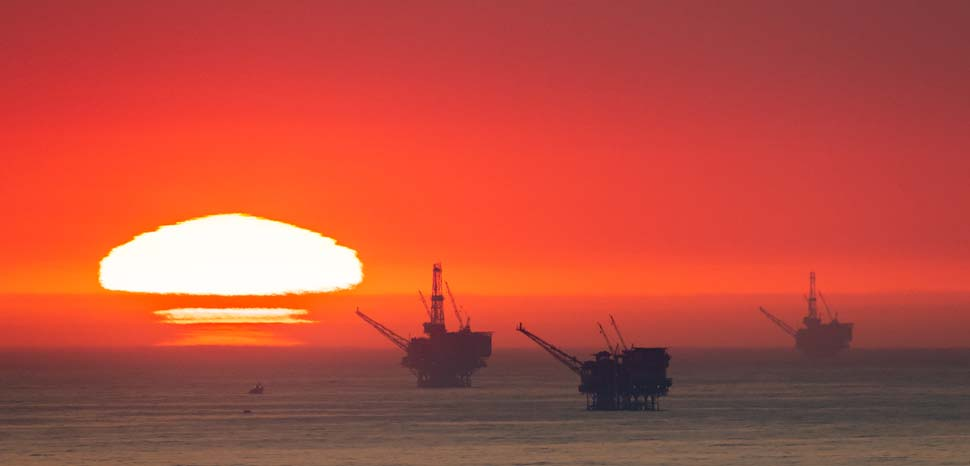 Santa Barbara Channel / Ellwood Oil Field. From left to right: Harmony, Hondo, Heritage., cc Flickr Glenn Beltz, modified, https://creativecommons.org/licenses/by/2.0/