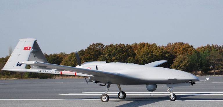 Turkish drone Bayraktar TB2, author Bayhaluk, modified, https://commons.wikimedia.org/wiki/File:Bayraktar_TB2_Runway.jpg