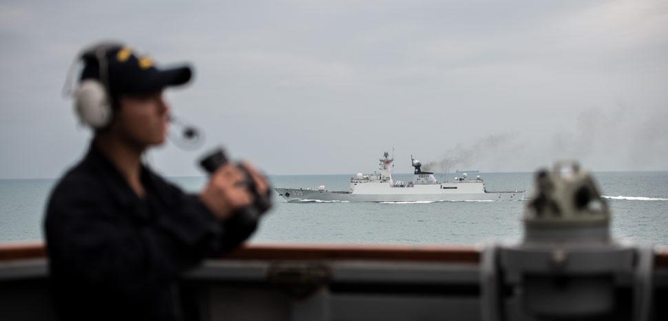 cc Flickr Naval Surface Warriors,modified, https://flickr.com/photos/navalsurfaceforces/22955920650/in/photolist-AYx6rm-FARCEh-24wsjKB-22nnNPX-Lb4Gty-24wsspe-285qNNP-JMSXy8-ESf6DF-21YqmGo-E81jRD-24Jnp5r-GACFCE-24EAqB3-JQaiNx-23JPkMk-23fUxYf-Em17aZ-23cDPWW-G2Urqs-JqvVTa-oktzYh-E81K58-JZkdv4-22VaMjK-21DfJuL-GgiJZm-22zpkMd-JZkeu8-22zpxtE-247XwKW-FDeg4A-22NqBd4-24kKKgx-z7PxHW-yrnYrb-23Xgkrh-E48a5V-yaHJHo-244DEJK-22JG7h9-EprYZg-22s5o4D-zpxTbq-22zpzjy-KaX2dH-22nnGEx-23cDP3m-21LsicW-G2Uh2s