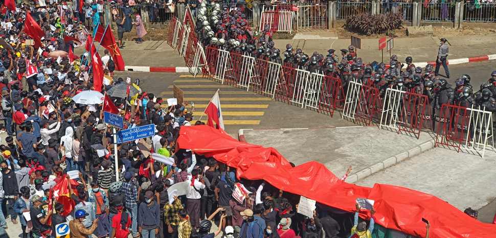cc VOA Burma, public domain, https://commons.wikimedia.org/wiki/File:Protesters_against_the_military_coup.jpg, modified,