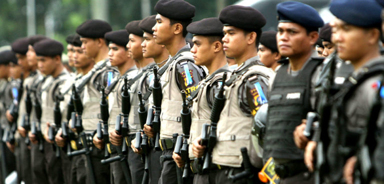 cc Kepolisian Negara Republik Indonesia, modified, https://commons.wikimedia.org/wiki/File:Polisi_officers_lineup.jpg