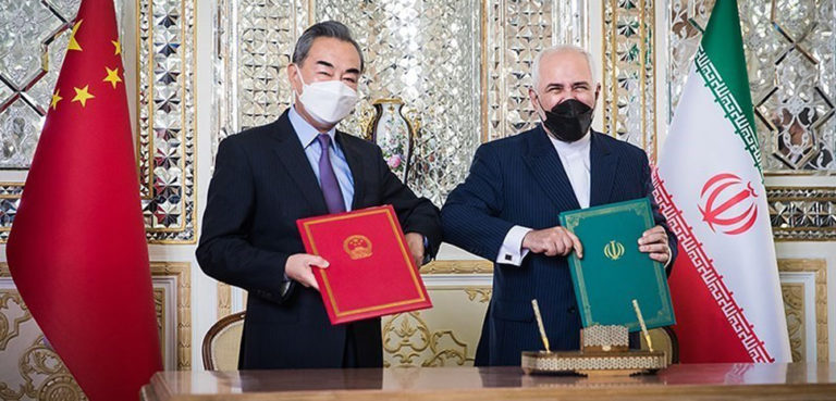 Iranian Foreign Minister Mohammad Javad Zarif and State Councilor of the People's Republic of China Wang Yi Signing the Iran–China 25-year Cooperation Program in Tehran, cc Tansim News, Erfan Kouchari, modified, https://commons.wikimedia.org/wiki/File:Zarif_and_Wang_Yi_Signing_Iran%E2%80%93China_25-year_Cooperation_Program_3.jpg