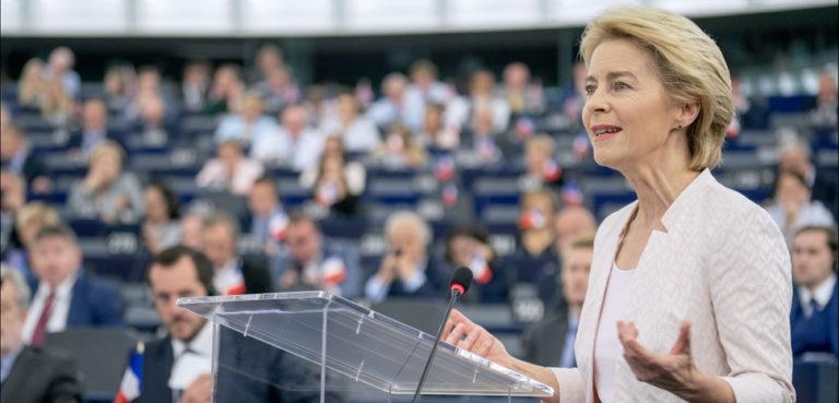 cc Flickr European Parliament, modified, https://flickr.com/photos/european_parliament/48298975382/in/photolist-2gA1SES-2gGsY7K-2gGCubF-2gGtCLV-2gGsYmn-2gGCu9r-2gGCuaP-2gGCumk-2gGCuhH-2gGsY7e-2gGtCHD-2gGsY8w-2gGsY8M-2gGsY8g-2gGsYkf-2gGsYcE-2gGsYhp-2gGtCSg-2ino4Nd-Yh4vht-2isikxv-2hRzY6y-6i29mG-2gA1SvP-27Yr9YW-ohNciT-2hs5NSD-2gA1hYs-2gA1SN7-2gA1hUV-2gA1hVS-2gA1hQw-2gA1i5V-2gA1SL8-2gA1i7y-2ii4avr-2gAbR83-2jHd79c-26XipYY-XTwR3U-nTmYnZ-2ii1Lgr-nRzuZa-2ii1Lk9-2ii4auj-2ii1Lkj-2ii1KZz-uK6M3b-2jHciPY-2i1EMzN